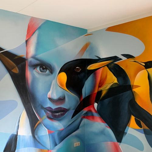 muurschildering utrecht woonkamer slaapkamer pinguïns vrouw
